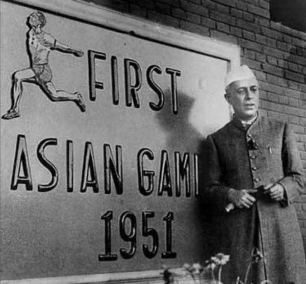 جواهرلعل نهرو در افتتاحیهی اولین بازیهای آسیایی